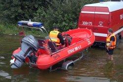 Strażacy z nową łódzią ratowniczą